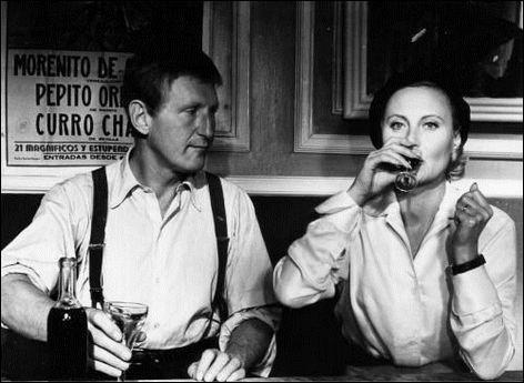 En mai 1942, Juliette (Michèle Morgan) et ses enfants doivent gagner la zone libre pour se réfugier à Toulouse. Pour cela, il leur faut franchir la ligne de démarcation. Un homme (Bourvil), chargé de les conduire en lieu sûr, se fait passer pour le mari de Juliette : c'est ...
