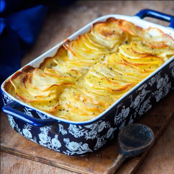 J'habite en Isère, je vous propose un plat bien de chez nous ! Il est composé de pommes de terre, crème fraîche, et cuit dans un plat frotté à l'ail :