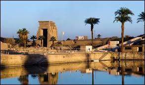 La ville de Louxor était autrefois la cité antique de Thèbes en Égypte.