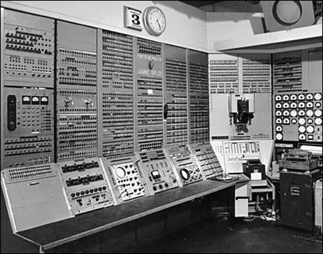 En 1937-1946, le premier ordinateur fut inventé par...
