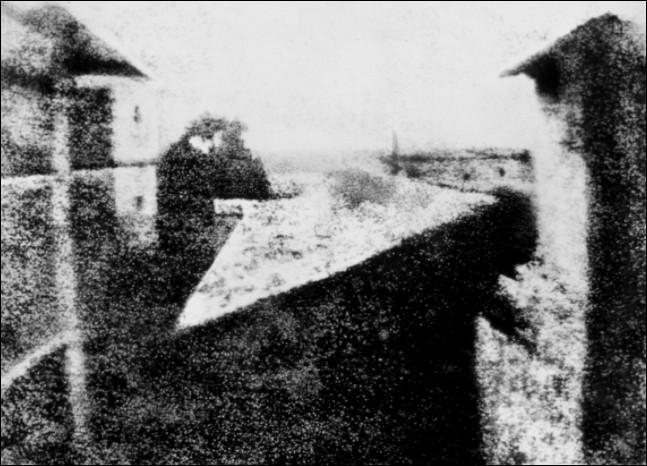 La photographie a été inventée en 1811 par ...