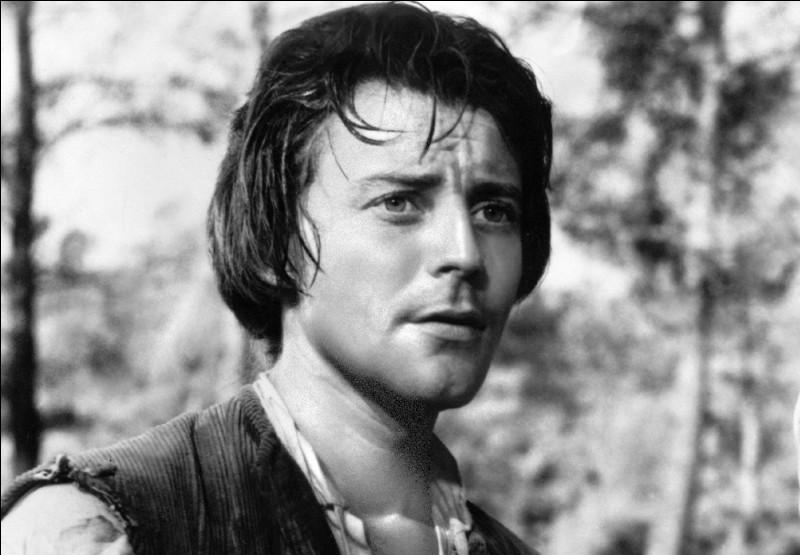 """Vedette de premier plan du théâtre comme du cinéma jusqu'à sa mort à 36 ans, il est célèbre pour ses rôles dans """"Le Diable au corps"""", """"Fanfan la Tulipe"""", """"La Beauté du diable"""", """"Le Rouge et le Noir"""" : c'est ..."""