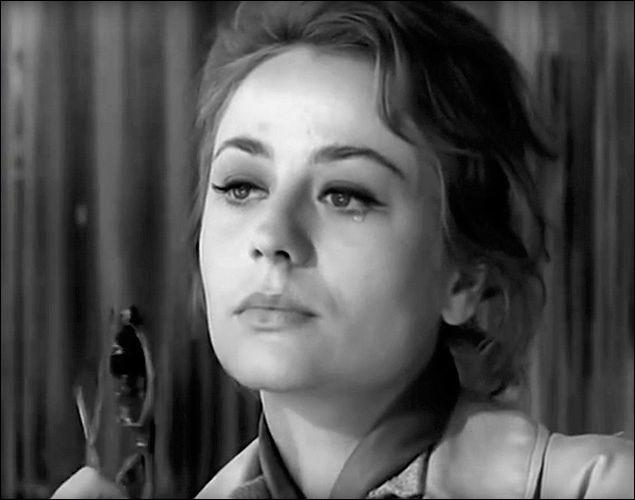 """Elle débute en 1950, joue dans des séries noires """"Le rouge est mis"""" et """"Maigret tend un piège"""" et connait la célébrité avec son rôle dans """"Rocco et ses frères"""" de Visconti : c'est ..."""