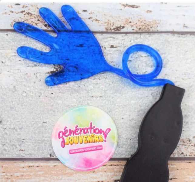 Un jouet culte des années 80 et 90, cette main de caoutchouc molle et collante que les petits et grands prenaient un malin plaisir à lancer contre les fenêtres ou sur les plafonds. Ravis les parents. Souvenez-vous, de quelle façon elles étaient commercialisées ?