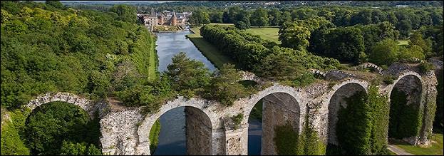 Le château est-il toujours la propriété des descendants de la Belle Dame ?