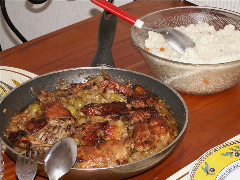En Afrique, ragoût de poisson, de poulet ou de mouton dont la sauce est aromatisée au citron.