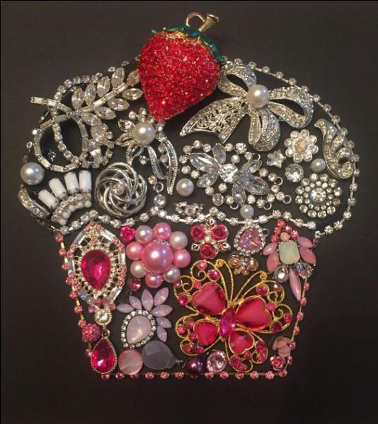 """Parmi les joyaux de la Couronne de France, aujourd'hui dispersés, la pièce la plus célèbre est le diamant blanc nommé """"Le Régent"""". Où est conservé ce joyau ?"""