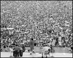 Combien de spectateurs assistèrent au concert de Woodstock l'été 69 ?