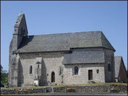 Vous avez sur cette image l'église Notre-Dame-de-l'Assomption de Sainte-Marie-Lapanouze. Petit village de 59 habitants de l'arrondissement d'Ussel, traversé par la Méridienne verte, il se situe dans le département ...