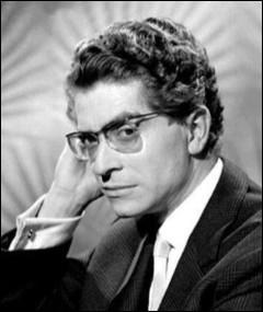 """Il est devenu célèbre avec son rôle dans """"Le Triporteur"""" en 1957 ; connue pour son bégaiement, il joue dans de nombreuses comédies - """"Archimède le clochard"""", """"Des pissenlits par la racine"""" : c'est ..."""