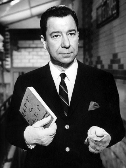 """Après quelques rôles secondaires, sa carrière cinématographique démarre en 1946, puis il joue dans """"Les Diaboliques"""", il est le commissaire Blot dans """"Le Deuxième Souffle"""" de Jean-Pierre Melville et le commandant Théobald Dromard dans série du """"Monocle"""" : c'est ..."""