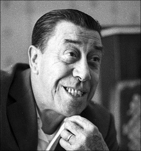"""Comique emblématique du cinéma d'avant la Seconde Guerre mondiale, il retrouve le succès dans les années 1950, avec """"L'Auberge rouge, """"Ali Baba et les Quarante voleurs"""", """"La Vache et le Prisonnier"""" et la série des """"Don Camillo"""" : c'est ..."""