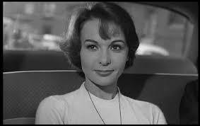 """Elle débute en 1950, joue dans """"Des gens sans importance"""", """"French Cancan"""", """"Le Chemin des écoliers"""", """"La Chatte"""" : c'est ..."""