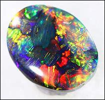 Quel est le nom de cette pierre précieuse, constituée de microscopiques billes de dioxyde de silicium entrelacées d'eau ?