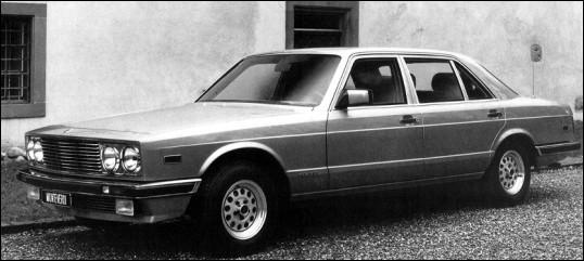 Dernière voiture produite par un constructeur suisse avant son retour dans les années 90, cette limousine de luxe est extrêmement rare. Quel est son nom ?