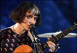 """Pomme a ------ la Victoire de l'album révélation. Elle l'a -----grâce a son album """"Les Failles""""."""