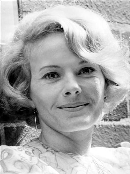 """D'abord comédienne de théâtre, elle est au cinéma l'héroïne d'Alain Resnais - dans """"L'Année dernière à Marienbad"""" et dans """"Muriel ou le temps d'un retour"""", elle tourne avec Luis Buñuel et François Truffaut : c'est ..."""