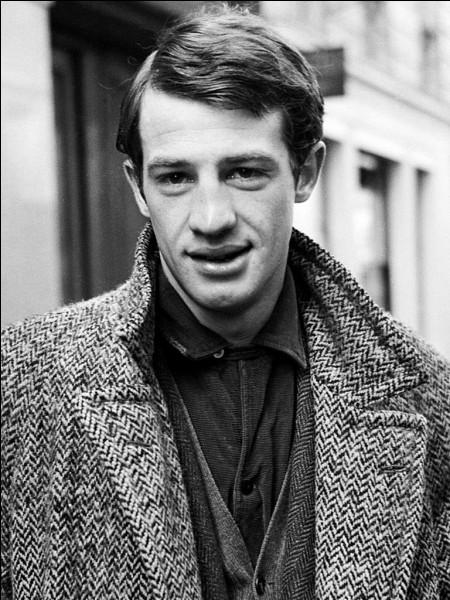 Jean-Paul Belmondo a débuté en 1957 sa carrière au cinéma ; 1960 est l'année de la célébrité avec son rôle dans ce film de Godard ...