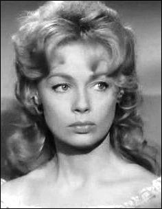 """Elle tient son premier rôle important dans """"Le silence est d'or"""" de René Clair en 1947, incarne la bohémienne dans """"Cadet Rousselle"""" d'André Hunebelle, devient une des principales vedettes féminines des années 1950 ; elle met fin à sa carrière cinématographique en 1969. C'est ..."""