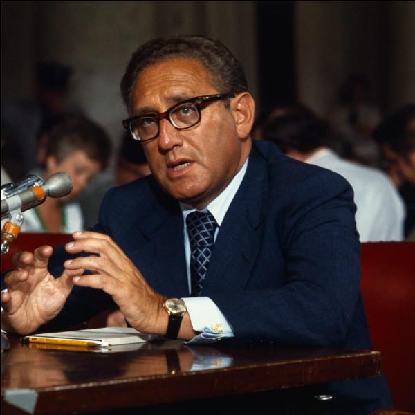 Ce diplomate et homme politique américain, secrétaire d'État des États-Unis de 1973 à 1977, après avoir été conseiller à la sécurité nationale de Nixon, se prénomme ...