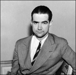Cet aviateur, constructeur aéronautique, homme d'affaires, producteur cinématographique, a été l'un des hommes les plus riches et les plus puissants des États-Unis : c'est ... Hughes.