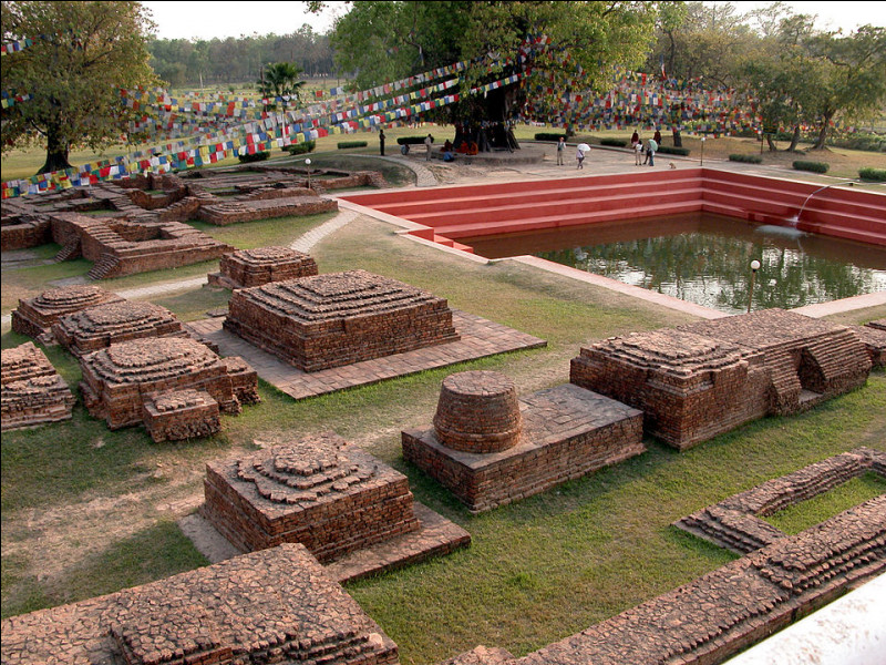 En novembre 1912, je visite le Népal, en pèlerinage sur le lieu de naissance du Bouddha, ... (Complétez !)