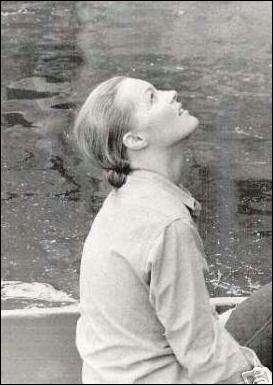 Est-elle dans la distribution de L'assassinat de Trotsky (1971) avec Delon et Burton ?