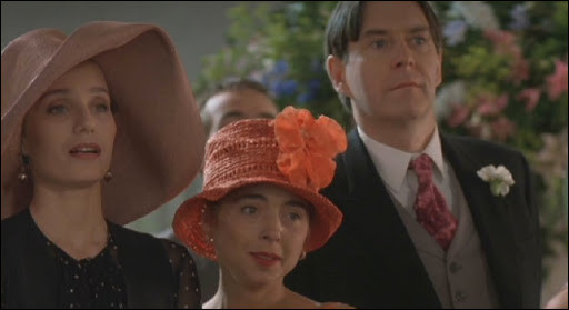 Quelle remarque fait Fiona sur la première mariée du film ?