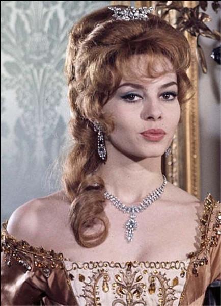 Elle débute en 1957 et devient célèbre avec le rôle d'Angélique dans la série des cinq films à succès : c'est ...
