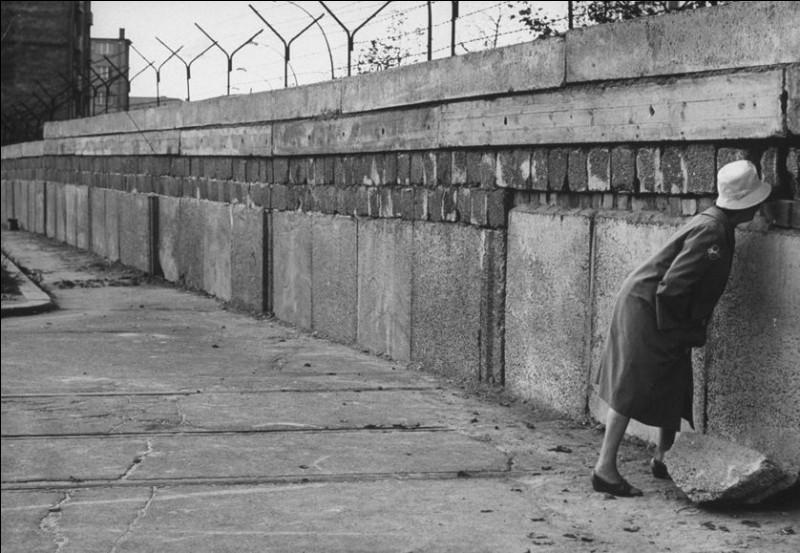 Quand le mur de Berlin a-t-il été construit ?