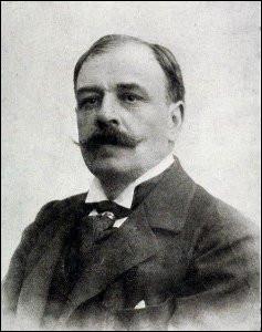 """Cet écrivain et critique d'art, connu aussi pour son engagement en faveur de Dreyfus, auteur des romans """"Le Jardin des supplices"""" et """" Le Journal d'une femme de chambre"""", c'est ... Mirbeau."""