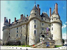 Quel est ce château de type Renaissance datant de 1465 et situé dans l'Indre-et-Loire ?