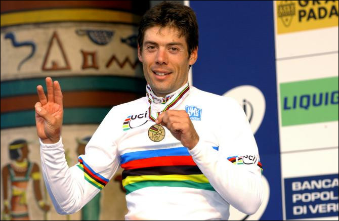 Ce coureur cycliste espagnol, champion du monde sur route en 1999, 2001 et 2004, a remporté le maillot vert du Tour de France en 2008 : c'est ... Freire.