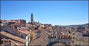 Dans quel département se trouve la ville de Périgueux ?