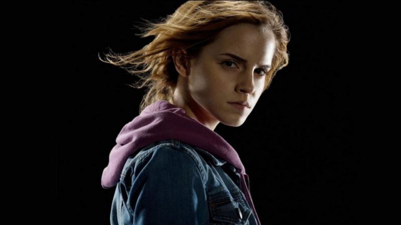 Comment Hermione fait-elle croire à ses parents qu'ils s'appellent quand elle leur lance un sortilège de faux-souvenirs ?