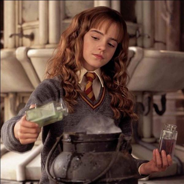 En deuxième année, quelle potion très compliquée Hermione prépare-t-elle ?