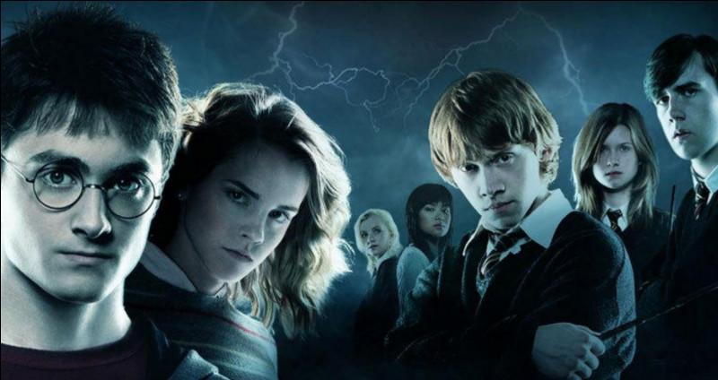 Quel insigne Hermione reçoit-elle en cinquième année ?