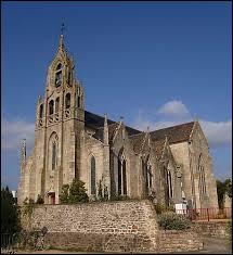 Nous sommes maintenant en Bretagne devant l'église Notre-Dame de Saint-Agathon. Ville de la communauté d'agglomération Guingamp-Paimpol, elle se situe dans le département ...