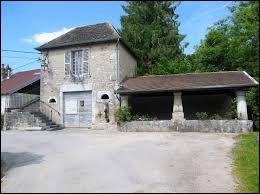Petit village Doubien de 13 habitants, Châteauvieux-les-Fossés se situe dans l'ex région ...