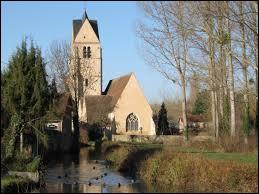Vous avez sur cette image un bras de l'Ouanne devant l'église Saint-Sulpice de Gy-les-Nonains. Village de l'aire urbaine de Montargis, dans le Gâtinais de l'Est, il se situe dans le département ...
