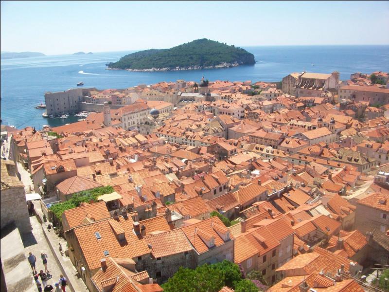 Voici l'ancienne cité romaine, puis médiévale, de Raguse. Si vous voulez la visiter de nos jours, où devrez-vous vous rendre ?