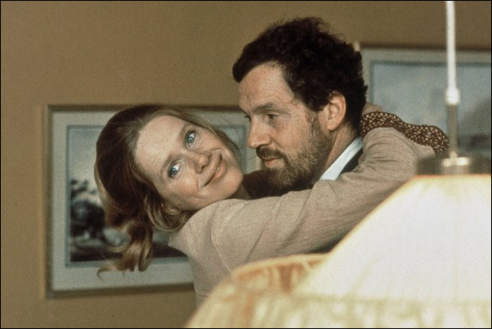 Dans quel film du cinéaste suédois Ingmar Bergman peut-on voir le couple Liv Ullmann et Erland Josephson ?