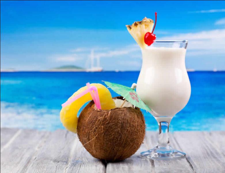 James a servi l'apéritif : c'est une piña colada, qu'a-t-il ajouté au rhum et au lait de coco ?