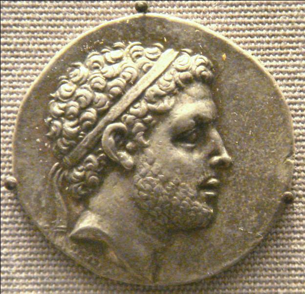 Qui bat le roi Persée en 168 av. J.-C. à Pydna lors de la troisième guerre de Macédoine (170-167 av. J.-C.) ?