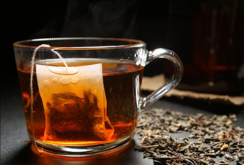 Une autre légende originaire d'Inde attribue l'invention du thé au...