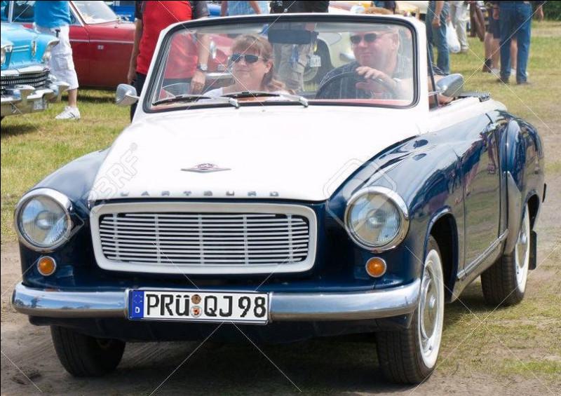 """Voici une superbe Wartburg 311 HT de 1965 immatriculée en Prusse : mais d'où vient ce mot de """"Prusse"""" ?"""