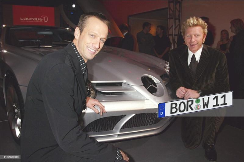 Tiens, voici Boris Becker en train de frimer avec sa Mercedes-McLaren SLK : qui y a-t-il a redire là-dessus ?