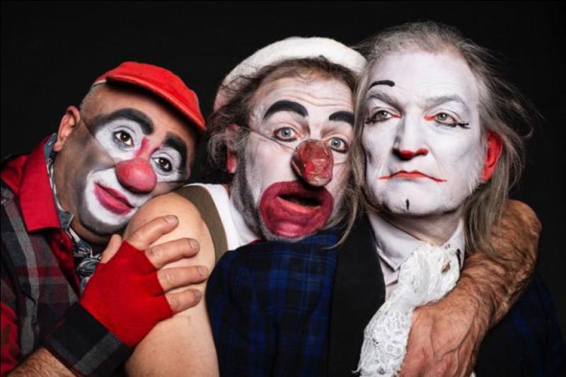 Jacques, sa femme et ses enfants se rendent dans la petite ville où Jacques a vécu durant l'occupation allemande. Il a l'intention de donner un spectacle de clown, trouvez le nom de ce film !