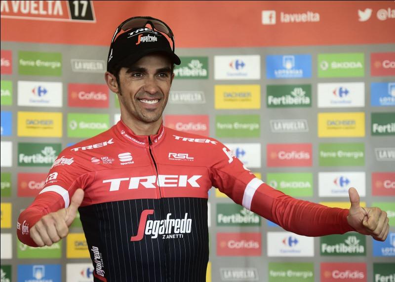 Quel ancien coureur cycliste professionnel espagnol apercevons-nous ici ?