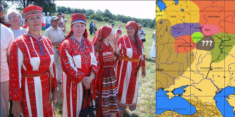 Un voyageur hongrois du XIIIe s. les décrivait ainsi : « [Pour eux], la réputation d'un homme qui n'a pas tué de nombreux ennemis ne vaut rien. » Comment se singularisait ce peuple finno-ougrien ?